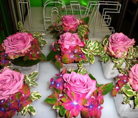 Rosen mit Hortensien