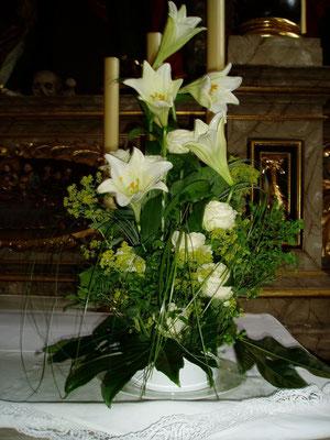 Altarschale weiße Lilien