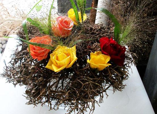 Rosen kombiniert mit Zweigen