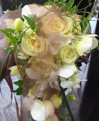 Cremefarbener Brautstrauß