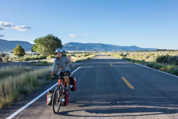Frisch erholt und wieder auf dem Rad. In der Nähe von Cedar City. Utah, USA 8/2014