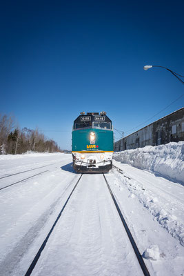 Zugfahrt Toronto - Halifax. Ein Schneesturm, blockierte Gleise, elf Stunden Verspätung. Dafür gabs Pizza von Viarail und später dann auch einen Gutschein. Kanada, 03/2014