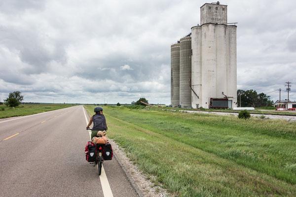 Noch mehr Getreidesilos... Kansas, USA 6/2014