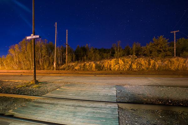 Warten auf den Zug. Mitten im Nirgendwo. Sudbury Junction. Ontario, Kanada 5/2014