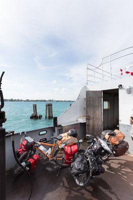 Goodbye Canada. Die einfachste Art, mit dem Fahrrad von Ontario nach Michigan zu kommen: mit der Fähre von Sombra nach Marine City. Kanada 6/2014