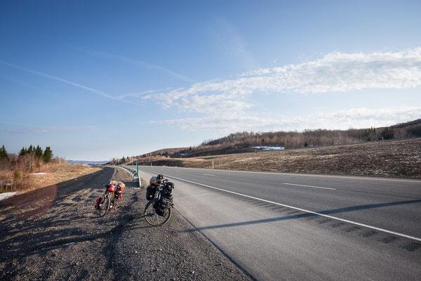 Herrliches Radfahren auf dem Transcanada Highway. New Brunswick, Kanada 4/2014