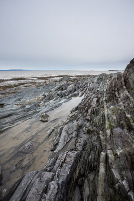 Am Sankt Lorenz- Fluss ist es wie am Meer. Notre-Dame-Du-Portage. Quebec, Kanada 4/2014