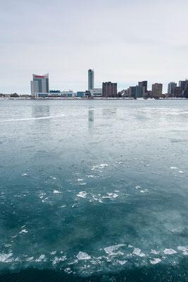 Blick nach Kanada über den Detroit River. USA 3/2014