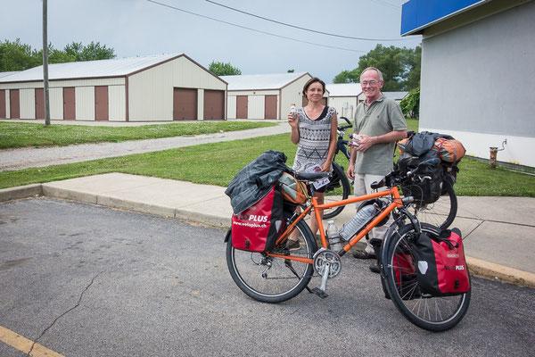 Tankstellenbekanntschaft. Irgendwo in Indiana. USA 6/2014