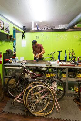 Im berühmtesten Fahrradladen am TransAmerica Trail: Newton Bike Shop. Newton, Kansas, USA 6/2014