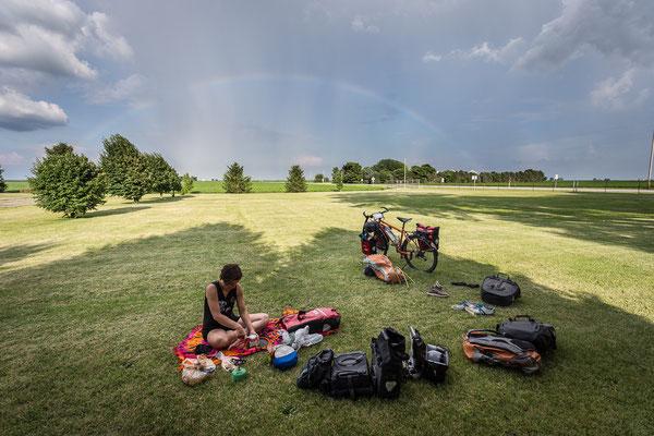 Campen auf der Dorfwiese in Henning. Illinois, USA 6/2014