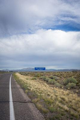 Next Service 83 Miles: die Taschen voller Essen und Wasser. Utah, USA 8/2014