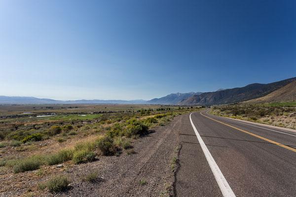 Ab nach Kalifornien. Es liegen nur noch die Berge der Sierra Nevada zwischen uns und dem Meer. Nevada, USA 9/2014