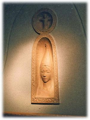 「ピエロ」     そこにいたのは女のピエロ/ 白い帽子に  からんだ記憶/ 澄んだ光に ほほえんでいる