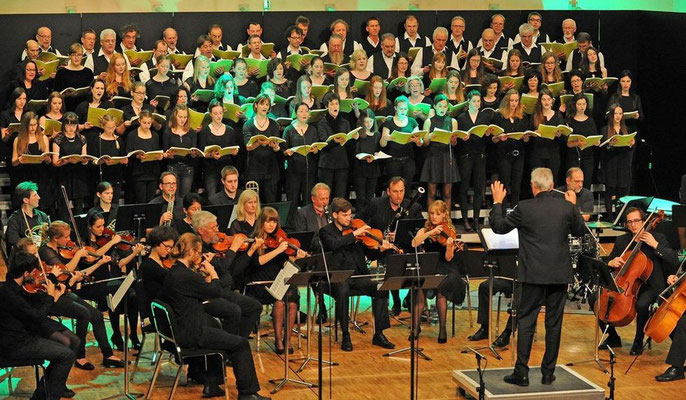 Silcherchor, Jugend- und Projektchor mit Projektorchester der Musikschule Gregorianum Laupheim, sowie die Solisten Julia Werner (Mezzosopran) & Andreas Beinhauer (Bariton) Laupheim 08. & 09. November 2014