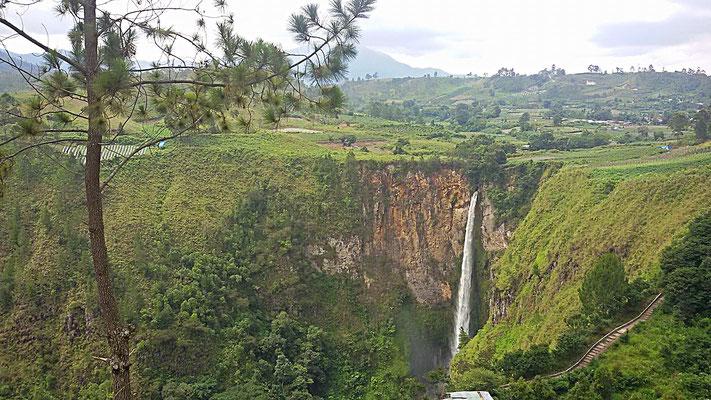 Sipisopiso Wasserfall bei Berastagi