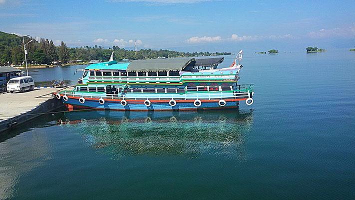 Fähre von Parapat nach TukTuk , Lake Toba