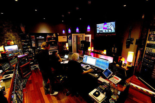 Mixing process at Wireworld Studio