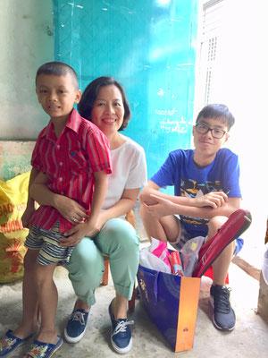 Huy, chị Trâm, Gia Khánh
