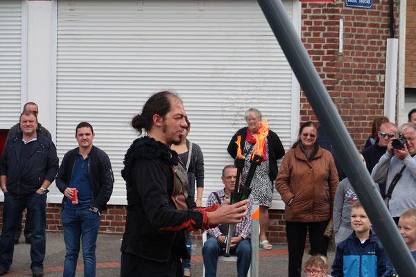 Le voilà le jongleur de feu