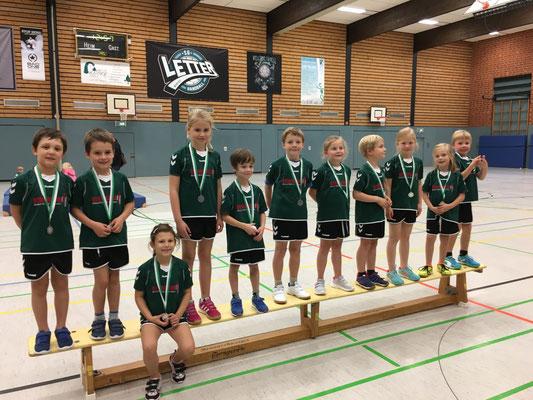Die Minis freuen sich über Ihre Medaillen, die Sie beim Minispieltag in Letter gewonnen haben.