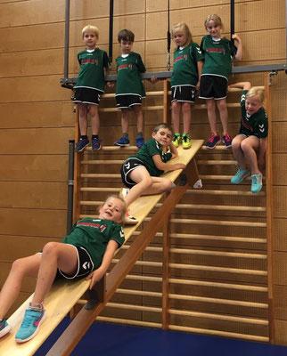 F-Jugend neben dem Handballfeld