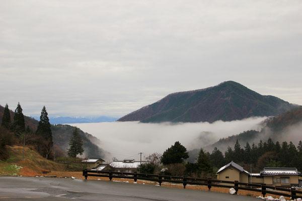 網掛山の麓に雲海
