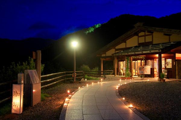 信濃比叡さん風笛の盆 キャンドルで幻想的 はゝき木館夜も開館しました