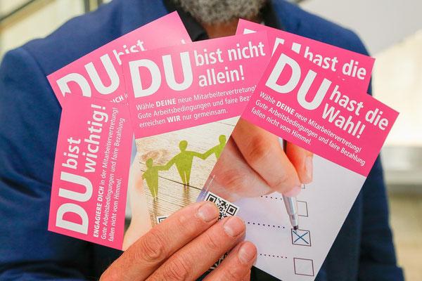 Postkarten und Plakate sollen die wichtige Wahl ins Bewusstsein der Mitarbeitenden bringen