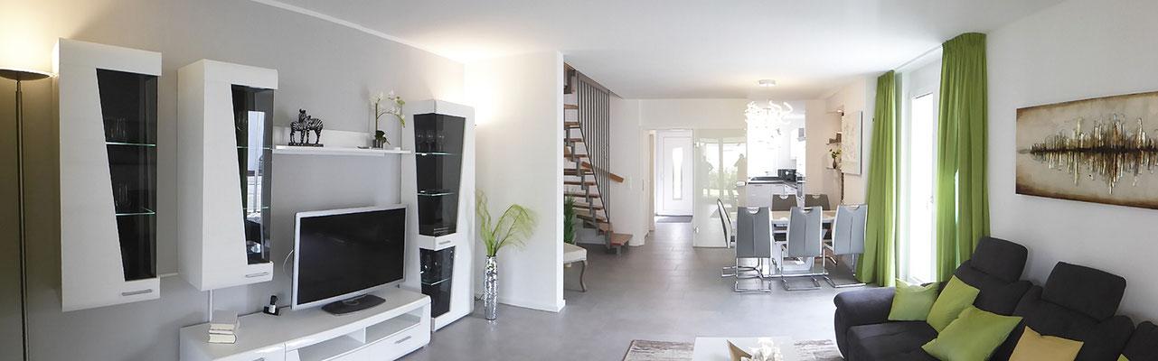 Erdgeschoss mit Treppenaufgang offen