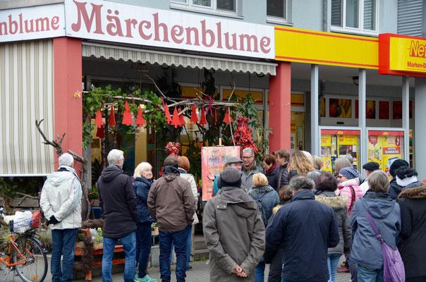 Foto: Martina Veith -- 2. Kunstspaziergang ++ Ausstellungsort Nr. 24 > Märchenblume > Karl-Heinz Heinrichs