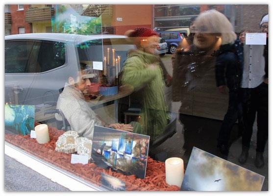 Foto: Udo Funk -- 2. Kunstspaziergang ++ Ausstellungsort Nr. 25 > Bestattungen Maus > Michael Sagel