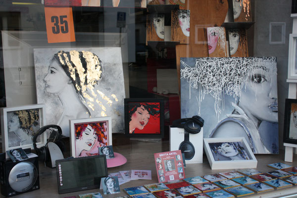Foto: Seona Sommer ++ Ausstellungsort Nr. 35 > TV Jenniges > Britta Artel