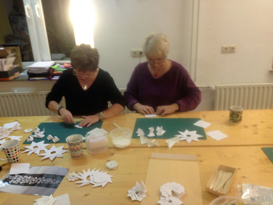 Foto: Renate Martinsdorf-Henrici -- Origami-Workshop