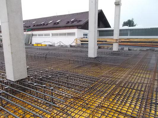 Flachdecke für eine Industriehalle mit Fertigteilstützen