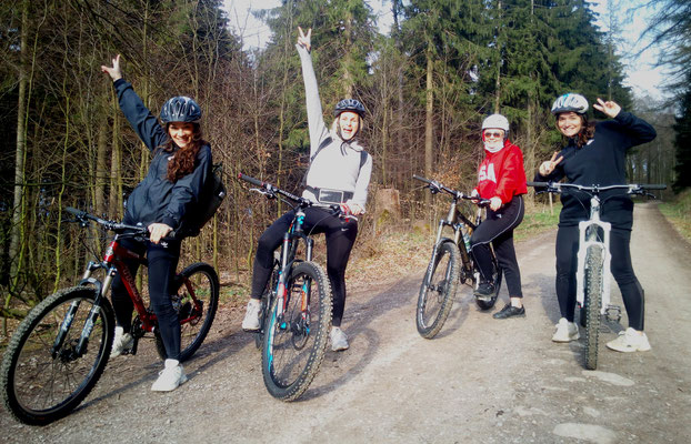 4 Schwestern rockn` the Ü30 trail first time