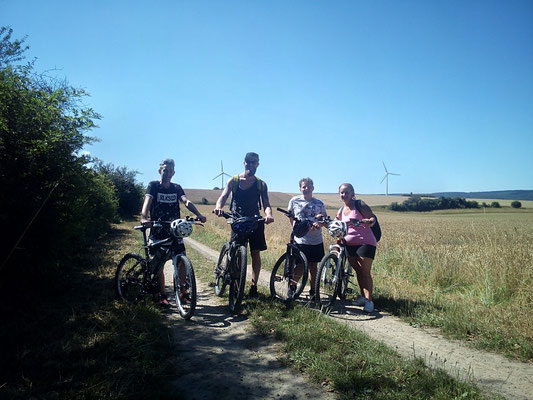 Familie aus Lemgo auf e-bike Tour durch den Deister