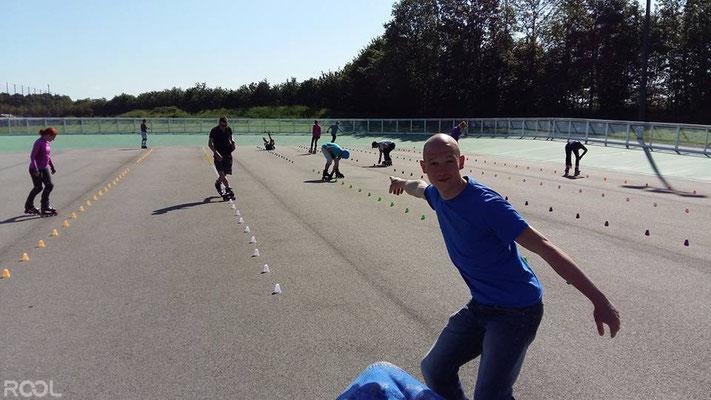 ROOL - Ken Chalot - Encadre un cours de slalom en extérieur