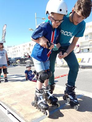 ROOL - Teddy Thierry - Accompagen un garçon à descendre un module