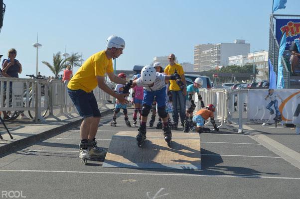ROOL - Stéphane Luchie - Prof avec enfants skatepark