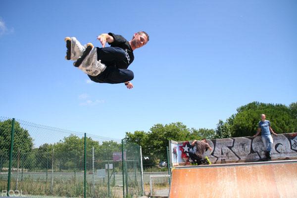ROOL - Stephane Luchie - Prof Roller Saut skatepark