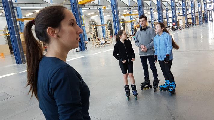 ROOL - Emilie Mignano - Encadre des ados en roller Freestyle