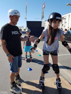 ROOL - Stéphane Luchie - Aide une patineuse à franchir un module