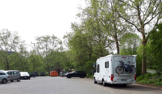 Großparkplatz auf der Lahninsel