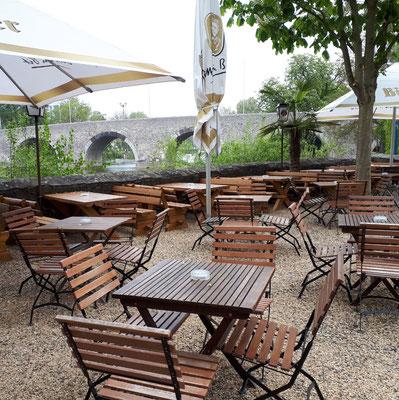 2. Mai, Biergarten an der Lahn wartet auf Gäste :-))