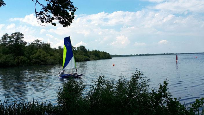 auch ein sehr kleines Boot kann segeln