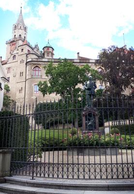 Das Schloss Hohenzollern thront über Sigmaringen