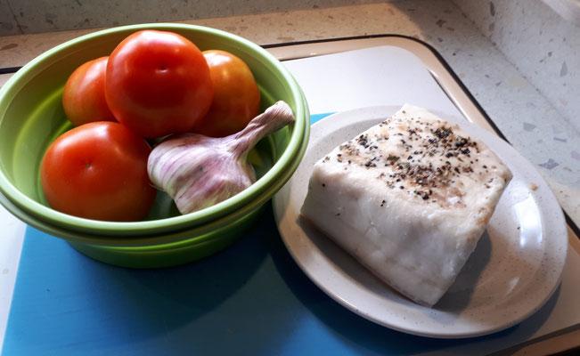 Für 4 Euro: Tomaten, Knobi und zart schmelzender Speck. Wie italienischer Lardo. Hüftgold!