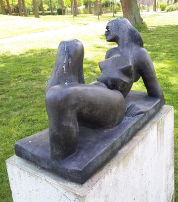 Frau, Skulptur von Norbert Thoss