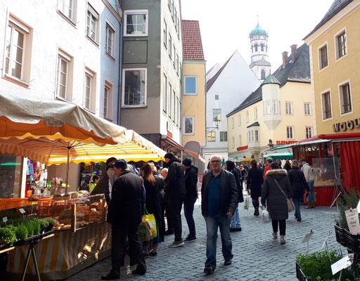 Wochenmarkt rund um den Marktplatz
